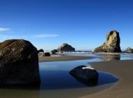 海边石头沙滩风景桌面壁纸