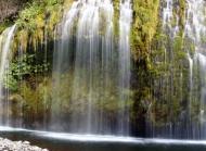 清新自然的瀑布风景桌面壁纸下载