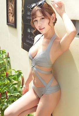 中国美女内衣模特图片 美女在泳池边性感中国模特图片