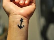 手腕小巧黑色的船锚