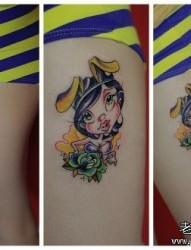 女人腿部前卫经典的卡通美女纹身图片
