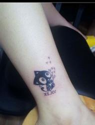 脚踝处的小猫纹身