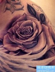 推荐一张欧美玫瑰花纹身作品