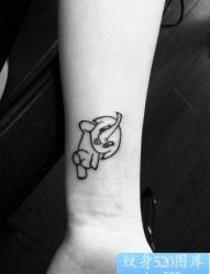 女孩子手臂可爱的图腾小象纹身图片