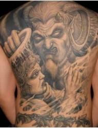 男士背部大气的纹身