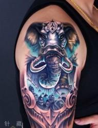 手臂霸气很酷的大象纹身图片