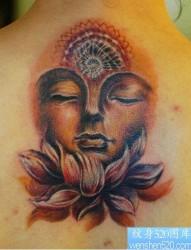 背部经典的彩色佛头纹身图片