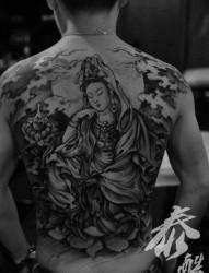 男性后背一张前卫流行的满背观音纹身图片