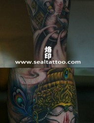 男生腿部经典的象神纹身图片