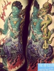 男生侧腰超帅的不动明王纹身图片