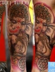 腿部前卫流行的象神纹身图片