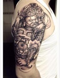 手臂前卫很帅的一张广目天王纹身图片