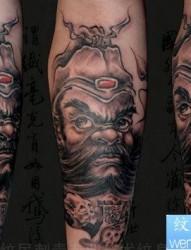 腿部凶悍的钟馗纹身图片