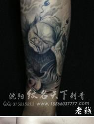 腿部经典帅气的钟馗纹身图片