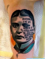 欣赏一张欧美人物肖像纹身图片