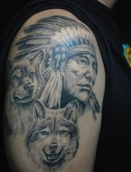 狼纹身作品:手臂印第安人狼狼头纹身图案