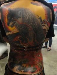 后背纹身作品:超帅气的满背彩色狼纹身作品作品(精品)