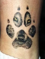 狼纹身作品:腿部狼爪狼头纹身图案