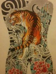 一幅传统霸气的满背老虎纹身手稿