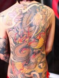 男人喜欢的满背彩色龙纹身图片