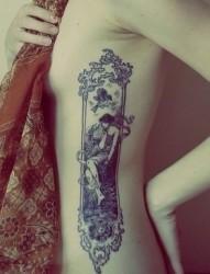 女性腰部人物画像刺青
