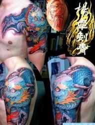 男生手臂霸气超酷的龙纹身图片