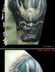 手臂霸气超酷的石雕龙头纹身图片