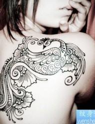女人后背漂亮的图腾凤凰纹身图片
