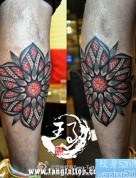 腿部潮流时尚的图腾纹身图片