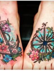 脚部个性纹身:船锚和指南针