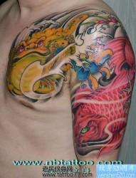 中国招财纹身图片之华丽的半胛金蝉鲤鱼纹身图片