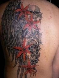 背部骷髅翅膀纹身图片