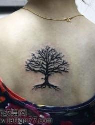 流行的图腾树纹身图片