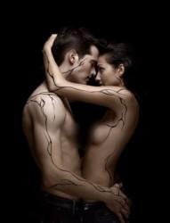 欧美情侣全身创意线条独特刺青