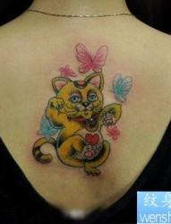 美女背部好看的彩色招财猫纹身图片