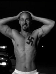 欧美男人胸部黑白独特刺青