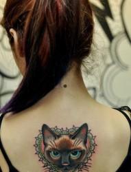 背部可爱小猫纹身图片由纹身520图库推荐