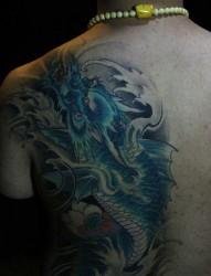 纹身520图库推荐一幅背部龙文身图片