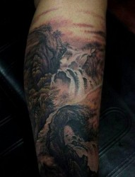 经典流行的腿部山水画纹身图片