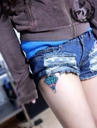 女人腿部潮流流行的钻石纹身图片