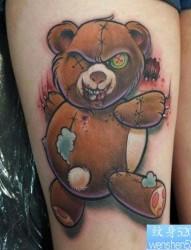 女人腿部潮流邪恶的一幅熊娃娃纹身图片