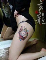 美女腿部潮流精美的怀表纹身图片