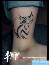 女人腿部潮流时尚的图腾猫咪纹身图片
