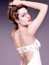 明星安吉丽娜·朱莉背部经文刺青
