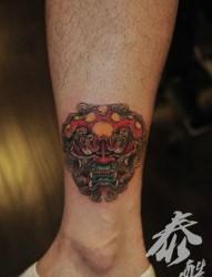男生腿部很酷帅气的唐狮子纹身图片