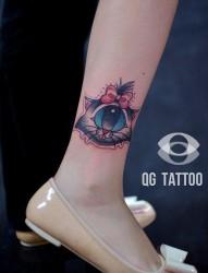 女人腿部小巧很酷的独眼猫咪纹身图片