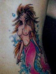 一幅腰部美人鱼纹身图片由纹身520图库推荐