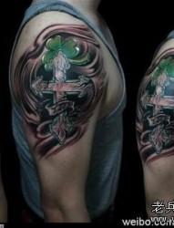 十字架纹身图片:手臂十字架三叶草纹身图片纹身作品