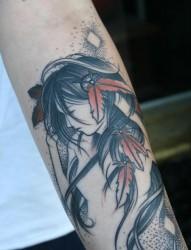 手部动感美女纹身图片