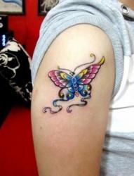 女孩子手臂彩色蝴蝶纹身图片
